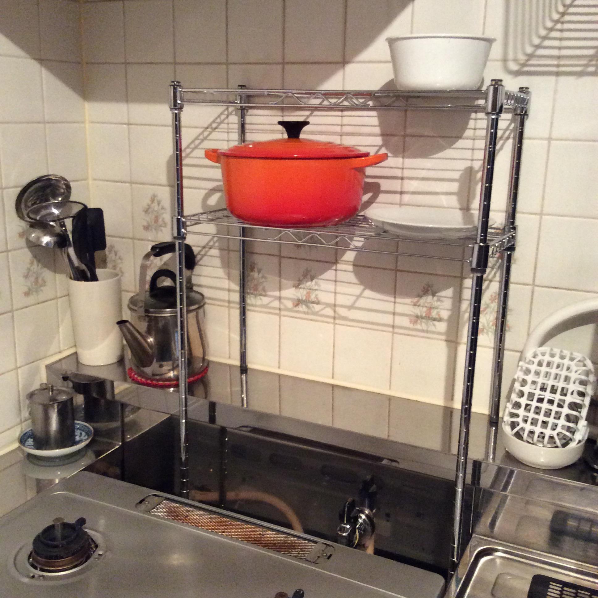 100均ダイソーのスチールラックでキッチンのデッドスペースを有効活用