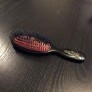 メイソンピアソン ポケットブリッスル いわゆる一生モノのヘアブラシだけど、わたしにはちょっと小さい